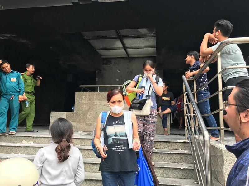Cư dân Carina vạ vật sau đám cháy làm 13 người chết - ảnh 6