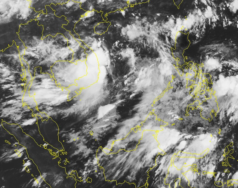Áp thấp mạnh lên thành bão đang chạy dọc biển miền Trung - ảnh 2