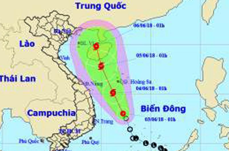 Áp thấp mạnh lên thành bão đang chạy dọc biển miền Trung - ảnh 1