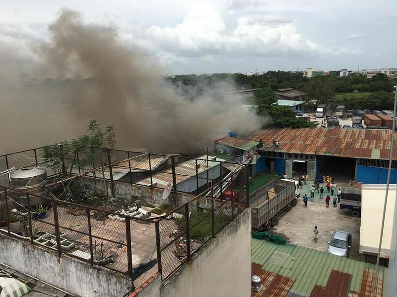 Cháy dữ dội nhà kho trên đường Trường Chinh - ảnh 3