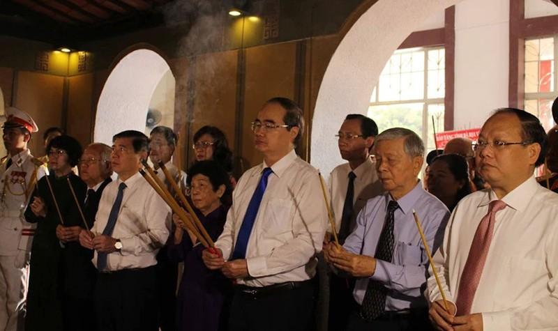 Dâng hương kỷ niệm 130 năm ngày sinh Chủ tịch Tôn Đức Thắng - ảnh 1