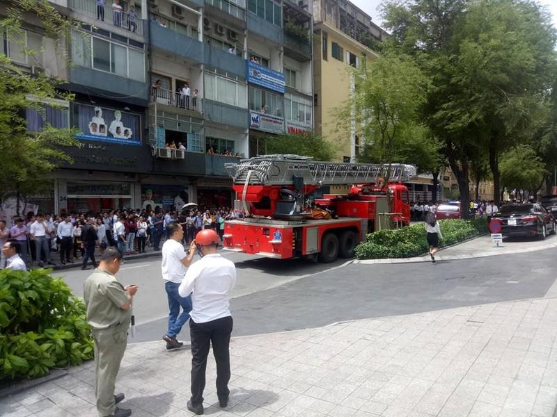 Cháy trung tâm thương mại ở quận 1 - ảnh 1