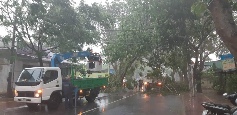 Bão vào Vũng Tàu, mưa to hoành hành khắp miền Nam - ảnh 8