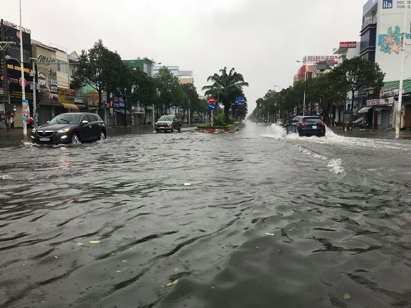 Bão vào Vũng Tàu, mưa to hoành hành khắp miền Nam - ảnh 1
