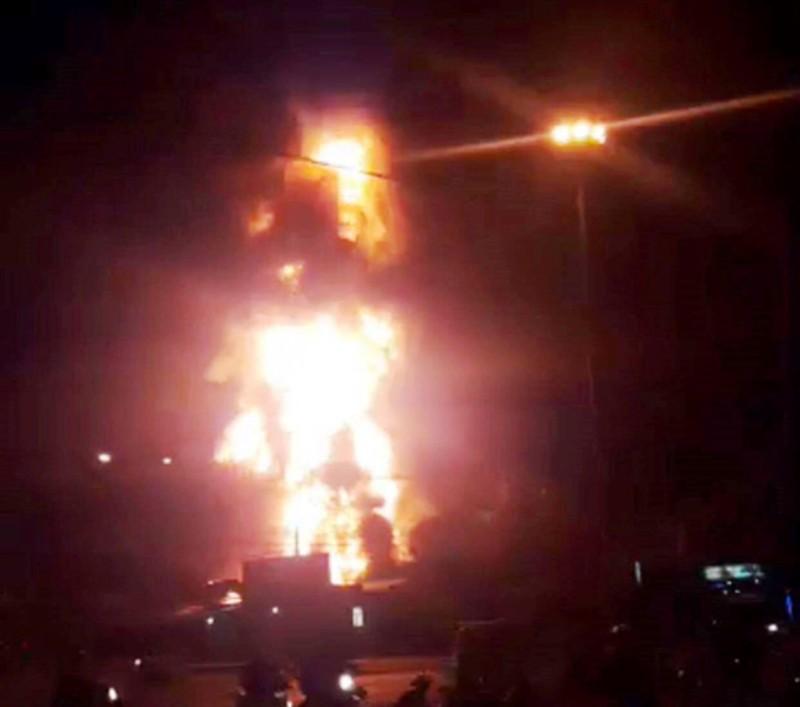 Cháy dữ dội tại một cây xăng ở TP Nha Trang - ảnh 1