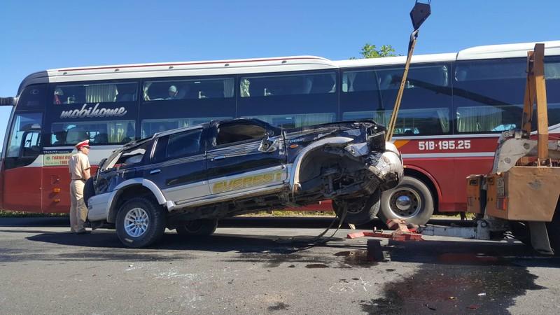 Lật ô tô trên cao tốc Prenn, 2 vợ chồng sắp cưới bị nạn - ảnh 1