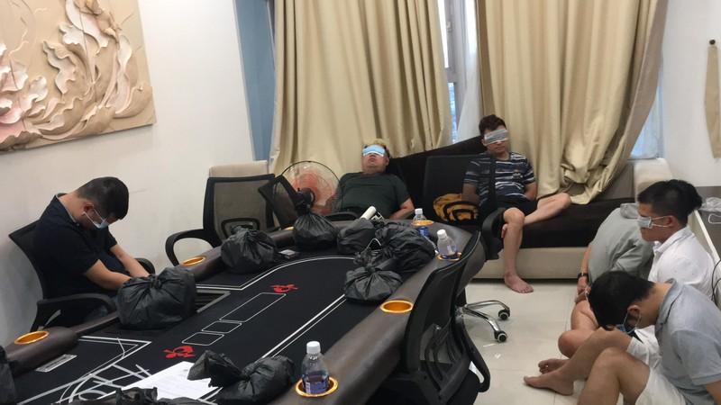Bắt sòng porker lớn trong chung cư ở Phú Nhuận - ảnh 1
