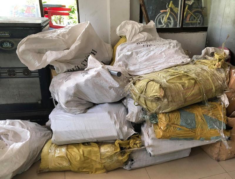 Hơn 1.000 con dao tự chế trong căn nhà trọ ở quận 11 - ảnh 2