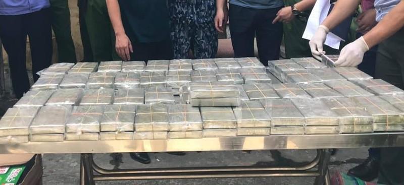 Huy động cả trăm cảnh sát bắt ô tô chở 100 bánh heroin - ảnh 1