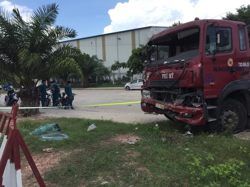 Bình Dương: Ô tô đầu kéo tông vào xe biển đỏ chở dân quân - ảnh 2