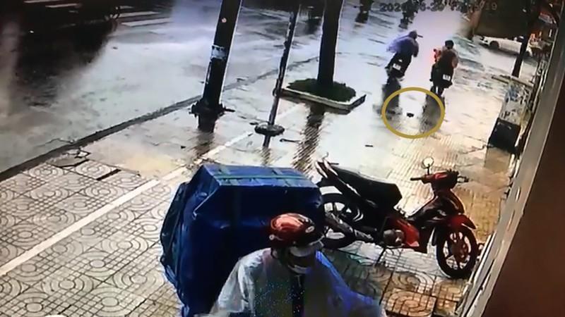 Tình tiết bất ngờ trong vụ 'trộm xe quay lại xin ví' - ảnh 1