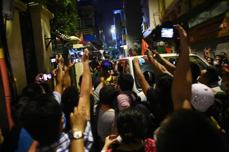 Công an khám nhà Chủ tịch Nguyễn Đức Chung đến 21 giờ 20 - ảnh 5