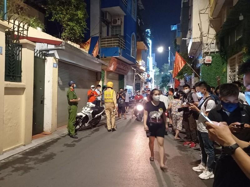 Công an khám nhà Chủ tịch Nguyễn Đức Chung đến 21 giờ 20 - ảnh 3