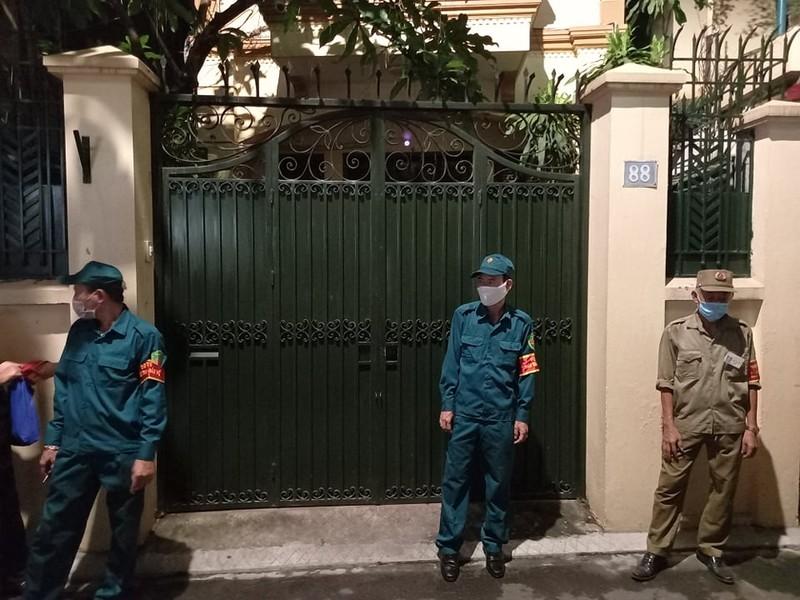 Công an khám nhà Chủ tịch Nguyễn Đức Chung đến 21 giờ 20 - ảnh 4