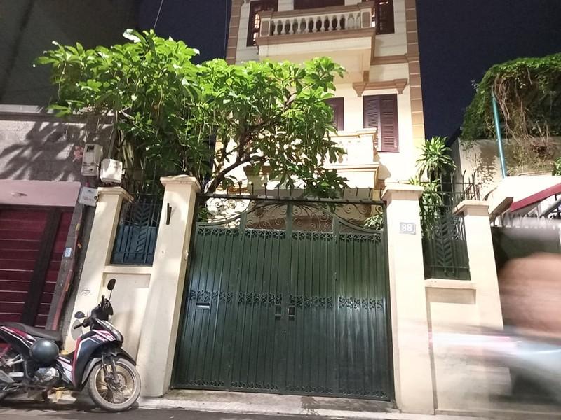 Công an khám nhà Chủ tịch Nguyễn Đức Chung đến 21 giờ 20 - ảnh 2