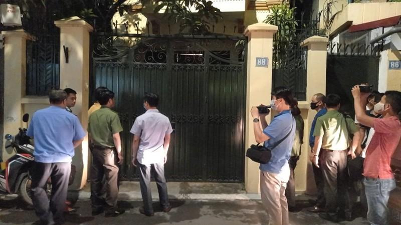Công an khám nhà Chủ tịch Nguyễn Đức Chung đến 21 giờ 20 - ảnh 1