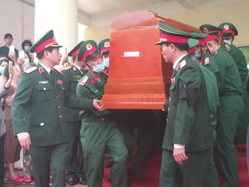 Lãnh đạo Chính phủ, Quân đội... đến viếng 13 liệt sĩ hi sinh  - ảnh 5