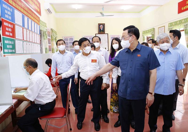 Chủ tịch Quốc hội trao 15 tỉ đồng cho Bắc Giang, Bắc Ninh  - ảnh 3