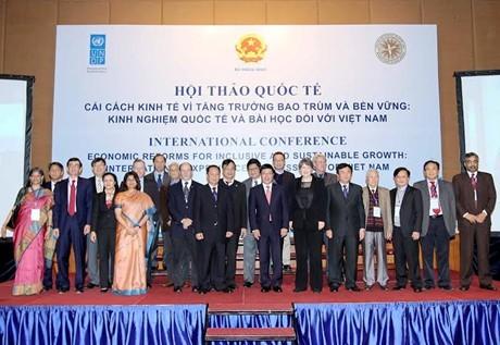 """Phó Thủ tướng Phạm Bình Minh: """"Không thể vỗ tay bằng một bàn tay"""" - ảnh 1"""