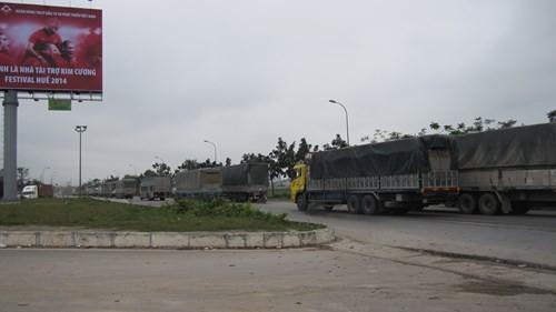 Phó thủ tướng Nguyễn Xuân Phúc: Phải xử lý nghiêm các cán bộ tiếp tay cho xe quá tải - ảnh 1