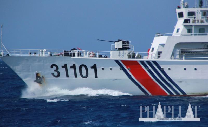 Chùm ảnh mới nhất: Tận mắt chứng kiến tàu Trung Quốc húc tàu Cảnh sát biển Việt Nam - ảnh 10