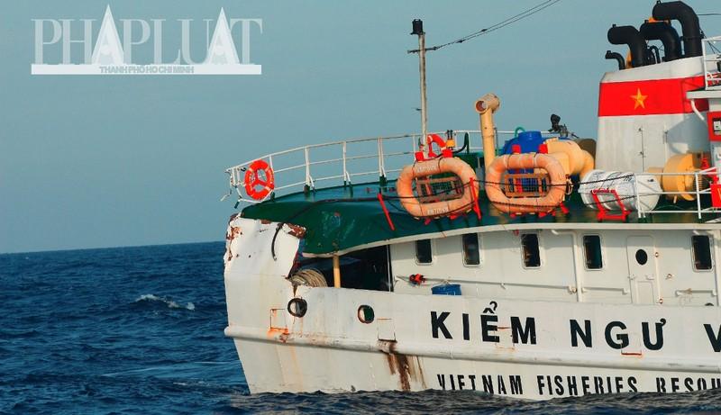 Chùm ảnh mới nhất: Tận mắt chứng kiến tàu Trung Quốc húc tàu Cảnh sát biển Việt Nam - ảnh 12