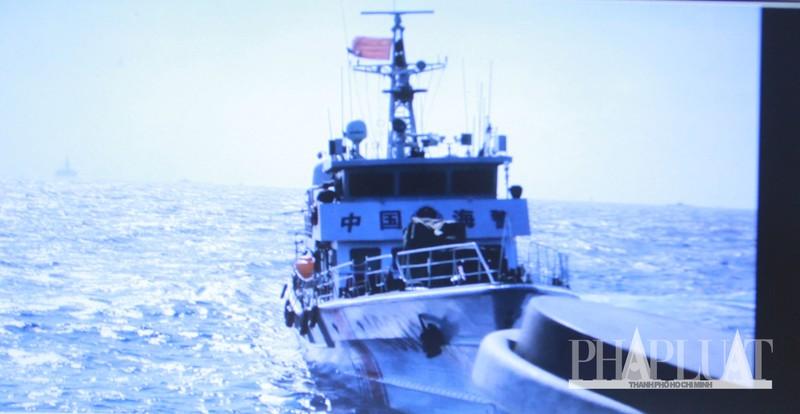 Chùm ảnh mới nhất: Tận mắt chứng kiến tàu Trung Quốc húc tàu Cảnh sát biển Việt Nam - ảnh 1