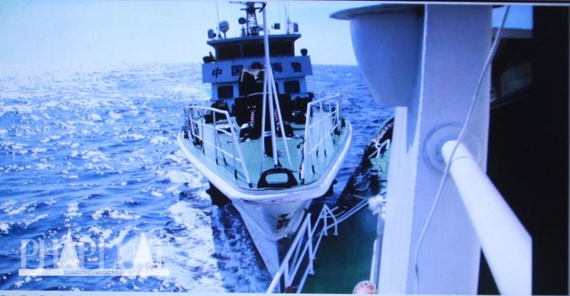 Chùm ảnh mới nhất: Tận mắt chứng kiến tàu Trung Quốc húc tàu Cảnh sát biển Việt Nam - ảnh 3