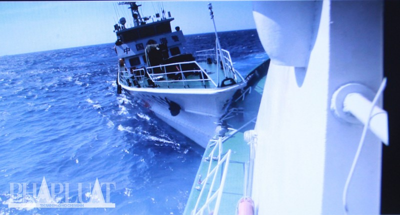 Chùm ảnh mới nhất: Tận mắt chứng kiến tàu Trung Quốc húc tàu Cảnh sát biển Việt Nam - ảnh 4