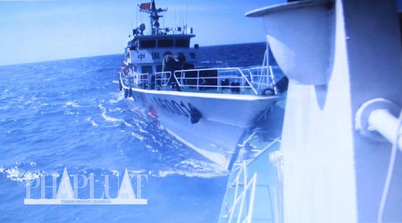 Chùm ảnh mới nhất: Tận mắt chứng kiến tàu Trung Quốc húc tàu Cảnh sát biển Việt Nam - ảnh 5