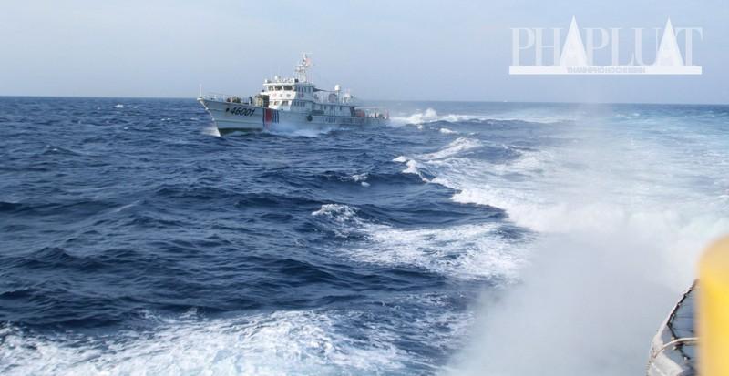 Chùm ảnh mới nhất: Tận mắt chứng kiến tàu Trung Quốc húc tàu Cảnh sát biển Việt Nam - ảnh 9