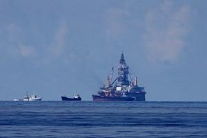 Cận cảnh tàu Trung Quốc xâm phạm biển Việt Nam. (Ảnh: Sơn Bách/Vietnam+)