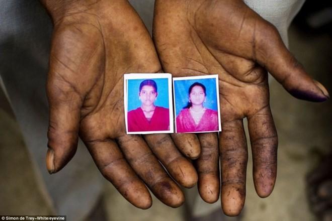 Ấn Độ bắt ba anh em hiếp dâm hai chị em thiếu nữ rồi treo lên cây xoài - ảnh 1