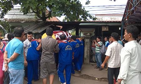 Gia đình nạn nhân Nguyễn Quốc Hữu đang lo hậu sự