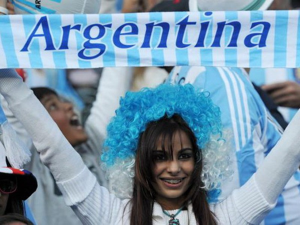 Hai cổ động viên Argentina chết vì đau tim sau trận bán kết - ảnh 1