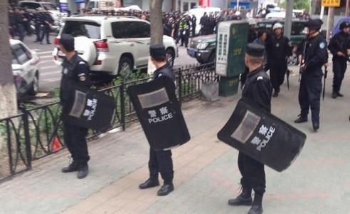 Tân Cương, Trung Quốc, tự trị, khủng bố, Bắc Kinh, chuyển lửa ra ngoài, đạo Hồi, bạo loạn, Duy Ngô Nhĩ
