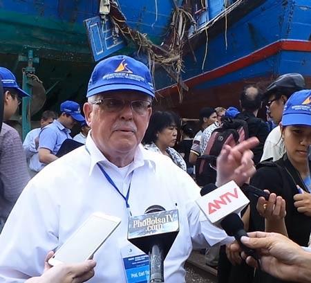 """GS Carl Thayer: Bão có thể """"giữ thể diện"""" cho Trung Quốc"""
