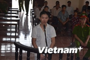 Bị cáo Bùi Văn Dự đứng trước vành móng ngựa. (Ảnh: Vũ Hà/Vietnam+)