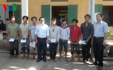 13 ngư dân bị Trung Quốc bắt giữ đã về đến Quảng Bình - ảnh 3
