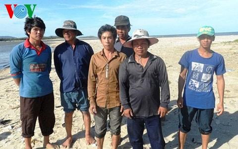 13 ngư dân bị Trung Quốc bắt giữ đã về đến Quảng Bình - ảnh 2