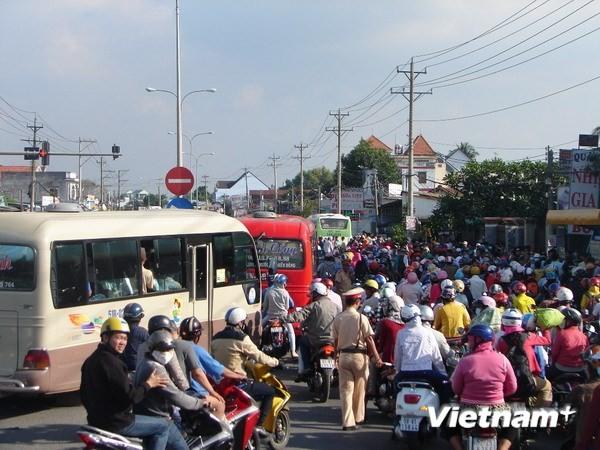 Bình Dương tung lực lượng bảo đảm an toàn cho du khách rời Đại Nam - ảnh 2