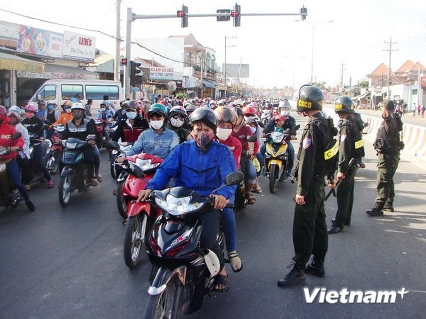 Bình Dương tung lực lượng bảo đảm an toàn cho du khách rời Đại Nam - ảnh 1