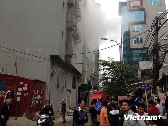Hà Nội: Cháy lớn tại quán karaoke 7 tầng - ảnh 1