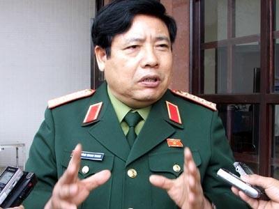 Theo Bộ trưởng Bộ Quốc phòng Phùng Quang Thanh làm sân golf chỉ là tận dụng đất trong sân bay