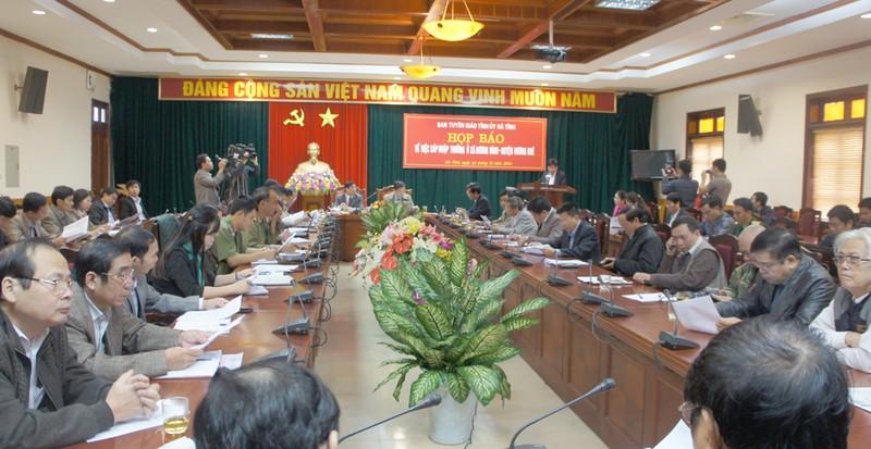 Hà Tĩnh họp báo vụ phụ huynh ngăn hơn 500 học sinh đến lớp  - ảnh 1