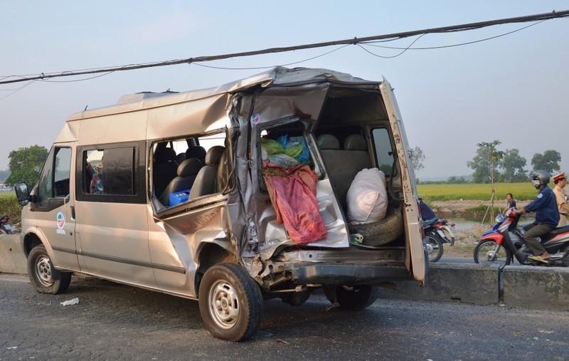 Tài xế xe khách bàng hoàng kể lại phút giây sinh tử khi bị container tông - ảnh 2