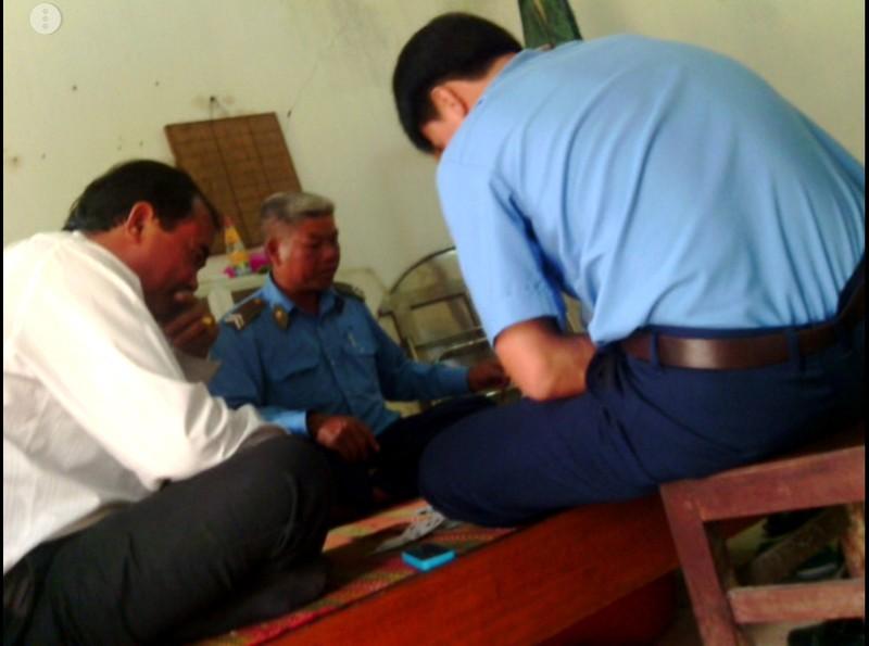Phó Chánh văn phòng ủy ban huyện mất chức vì đánh bài ăn tiền - ảnh 1