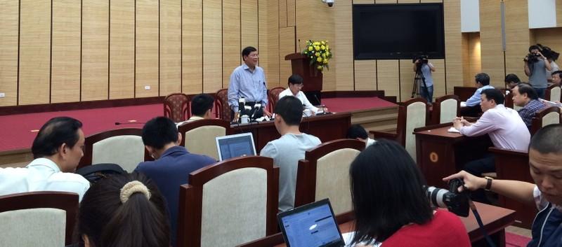 Chặt cây ở Hà Nội: 1 giờ họp báo và 21 câu hỏi chưa được trả lời! - ảnh 1