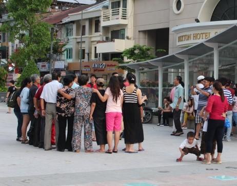 Chiều cuối tuần rộn rã ở phố đi bộ Nguyễn Huệ - ảnh 8