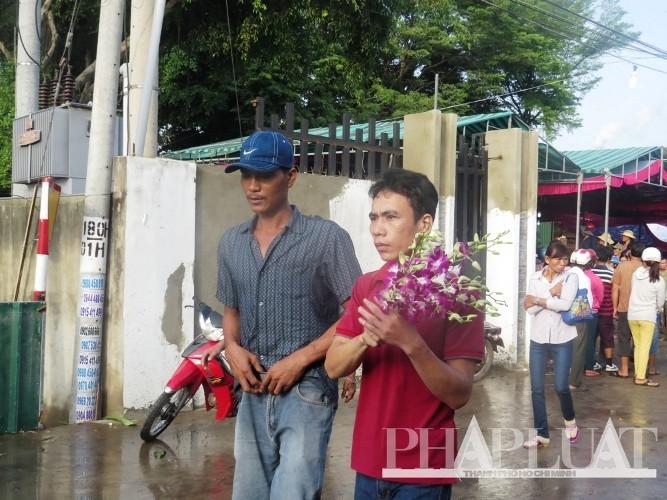 Tiễn đưa 6 nạn nhân vụ thảm sát Bình Phước về nơi an nghỉ cuối cùng - ảnh 6